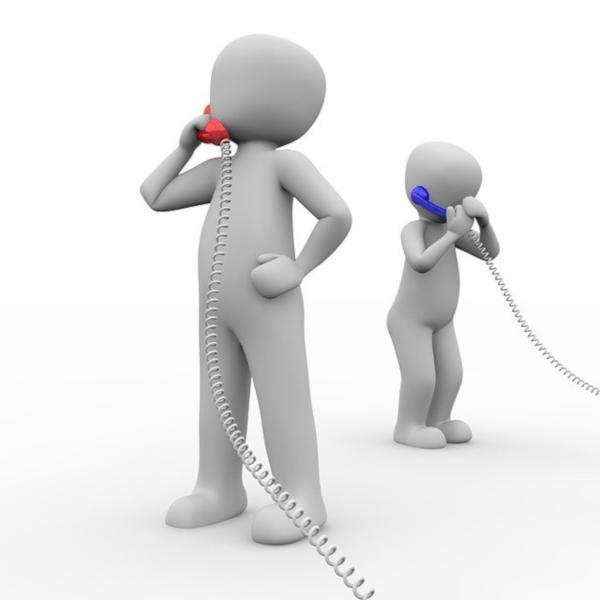 deux personnages blancs chacuns au téléphone, l'un avec un téléphone rouge et d'autre un telephone bleu